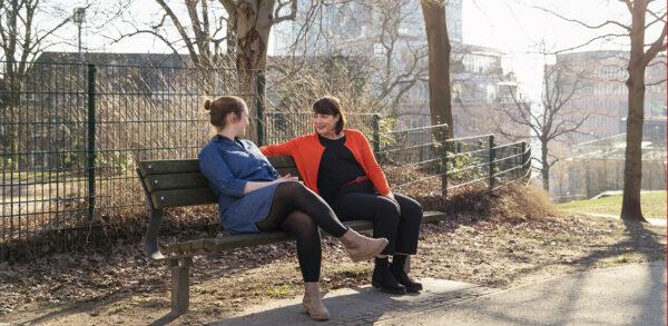 Zusammen ist man weniger alleine – So geht´s Nadine 0817 1 600x293 körpersprache Nadine Kmoth – Körpersprache Vortrag, Training und Coaching aus Hamburg Nadine 0817 1 600x293